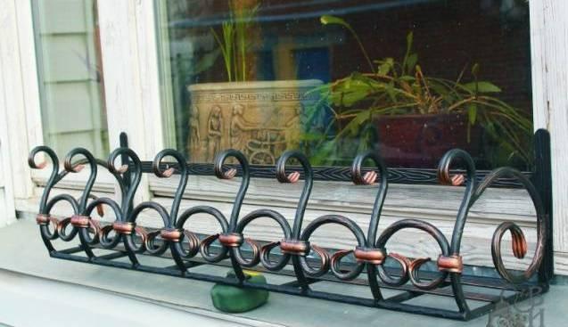 Кованые цветочницы на окна фото